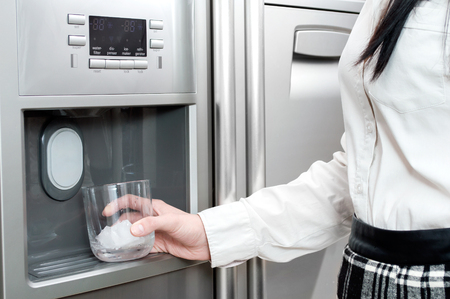 refrigerator dispensing ice